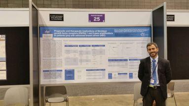 El Dr. Racca presentando su póster en el ASCO 2016.